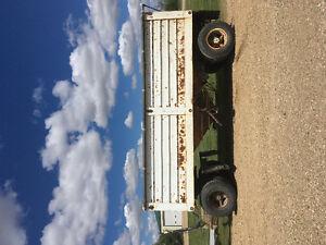 18' 450 bushel pup trailer
