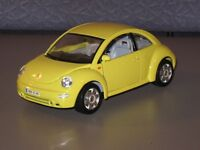 Bburago Volkswagen VW New Beetle1988 Yellow Car 1:24 Scale