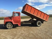 Ford 700