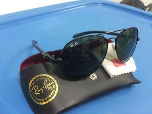 Sunglasses/Lunettes de soleil