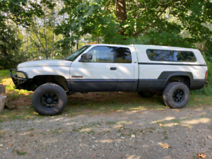 2001 Dodge 2500 6 speed manual with lots of extras