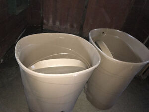 2 grands réservoirs à eau de pluie avec couvercle- Fiskars