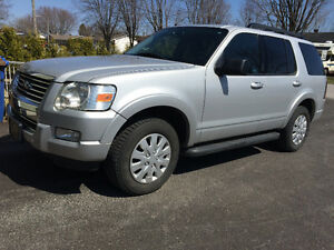 2009 Ford Explorer XLT VUS - 10 750$ négociable