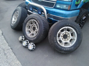 GMC trucks, OEM mags 17 inch, Rims/ rubber