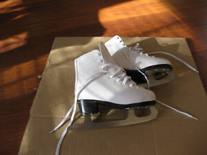 girl's firgure skates sze 1 and 13 good condition clean Kitchener / Waterloo Kitchener Area image 2