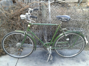 Nice Raleigh Superbe City Bike, New U-Lock for extra $20