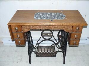 meuble  ancien de machine à coudre