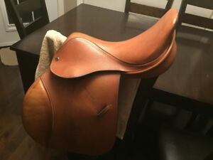 Paramount English Saddle 16""