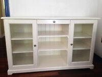 Cabinet avec ports vitrees/Cabinet with glass doors
