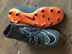 Boys Soccer Cleats Size 7 ALMOST NEW