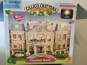 Calico Critters Cloverleaf Manor & Accessories like new