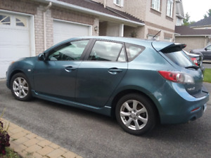 2010 Mazda Mazda 3 GS Hatchback - Impecable with highway miles