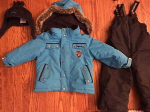 Boys 2T snowsuit Osh Kosh excellent condition