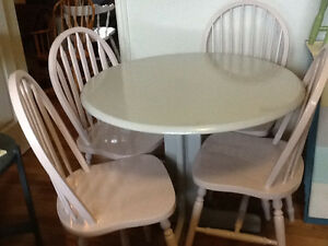 Silver grey wood table with 4 blush chairs