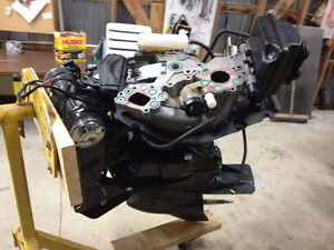 MIDDLE AND LOWER UNIT FOR 200 EVINRUDE G2 OUTBOARD