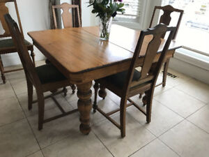 Vintage Table With 6 Oak Chairs