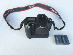Canon EOS 30D DSLR with battery grip