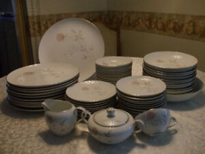 Kings Court Dawn china set in mint condition.