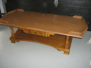 TABLE   DE  SALON   EN  BOIS   (   canada  )