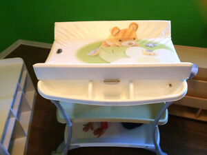 Table à langer CAM avec bain moulé intégré