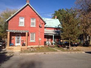 2 bedroom Renfrew townhouse $895 includes heat