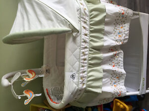 Baby bassinet and co-sleeper