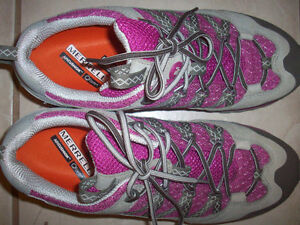 Merrell trail/hiking shoes- size 8 London Ontario image 2