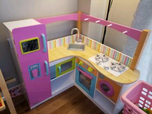 Kid Kraft toy kitchen