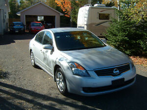2009 Nissan Altima Sedan, never smoked in, no accidents,