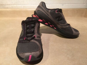 Women's New Balance Running Shoes Size 8.5 London Ontario image 6