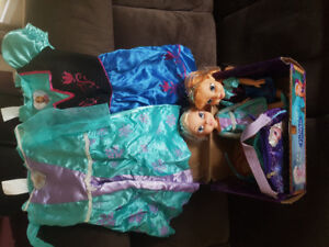 Frozen dolls with matching dresses