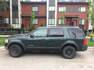 REDUCED PRICE *LOW KMS*2004 FORD EXPLORER 4x4 FOR SALE