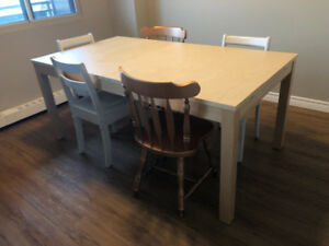 IKEA dining table (extendable / 11 months use)