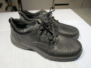 Clarks men's leather shoes size 12- Brand new.