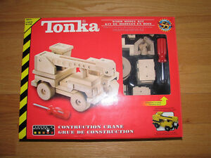 ** TONKA  WOOD  CONSTRUCTION  CRANE  MODEL  KIT !!! **