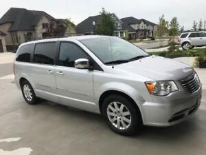 2011 Chrysler Town & Country Touring L Minivan, Van