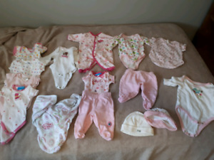 Lot of 0-3 month girl clothes 15 items