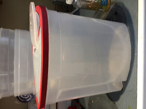 4 large Rubbermaid containers
