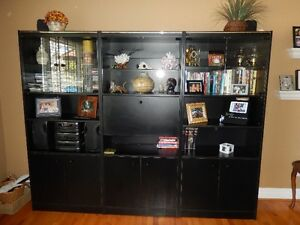 Shelving/bookcase/display units
