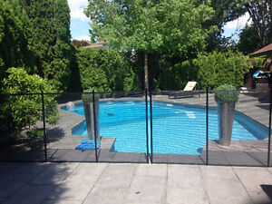 Removable safety pool fence