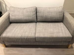 A VENDRE-SOFA KARLSTAD (IKEA) MUNI D'UNE HOUSSE GRIS CHINÉ