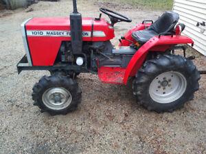 4x4 MF Tractor