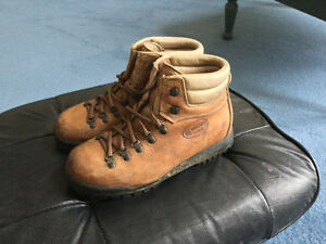 Quality Scarpa Asolo Tan Leather Hiking Boots, Skywalk Traction