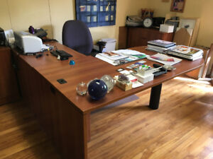 Large 2-pc office desk & filing cabinet and chair