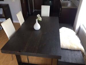 Table et banc moderne