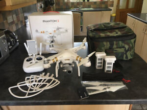 DJI Phantom 3 Pro Quadcopter Drone + 2 Batteries + Carry Bag +Or