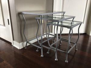 Tables Gigognes ** Nesting Tables
