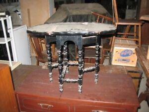 Table en bois massif avec rabats beaucoup de potentiel