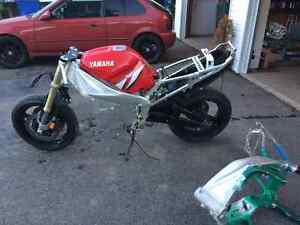 yamaha r1 2001 good frame and part