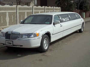 1999 Lincoln Town Car Limo for 8500 dollars